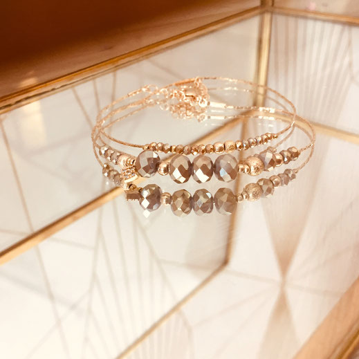 bracelet doré plaqué or fin Gwapita bijoux créatrice française france perle chaine fine pyrite beige