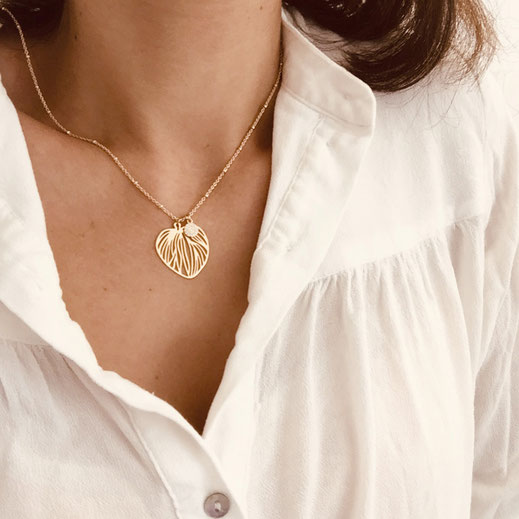 collier gwapita monica creation bijoux fin doré or feuille coeur fin lignes