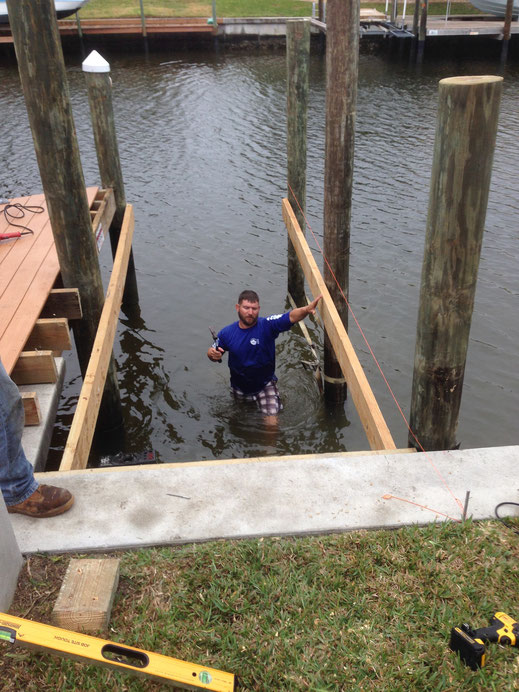 Dockbau im Wasser