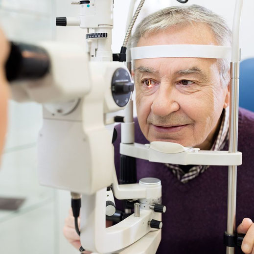 Beurteilung des Auges mit dem Spaltlampenmikroskop