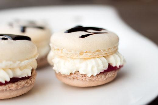 Rezept für gelingsichere Macarons: Schwarzwälder Kirsch Macarons