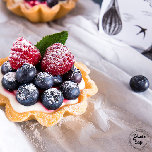 Rezept für fruchtige Törtchen mit frischen Beeren