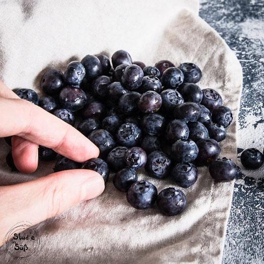 Rezept für fruchtige Törtchen mit frischen Heidelbeeren