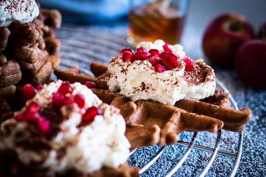 Rezept für köstliche Waffeln mit Schokolade und Apfel