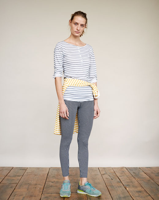 yoga fashion zürich lifestyle mode yoga pants striped shirt and dots