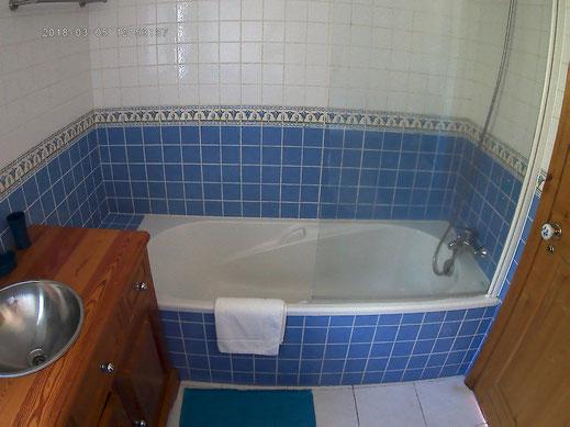 salle de bains bleue casadamanga
