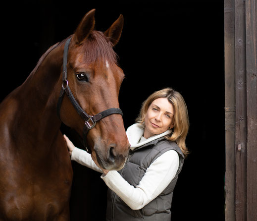 Foto: Silvia Ettl-Huber mit Stute First Lady