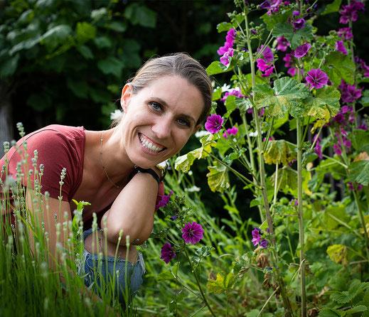 Foto: Anria Brandstätter im Garten