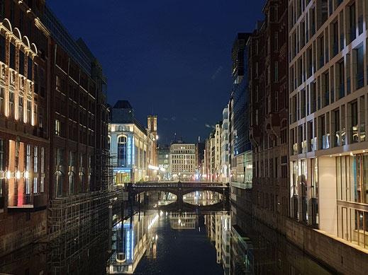 Alsterfleet Hamburg bei Nacht