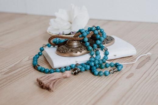 Dankbarkeitstagebuch mit Zimbeln und Mala von hello-balance
