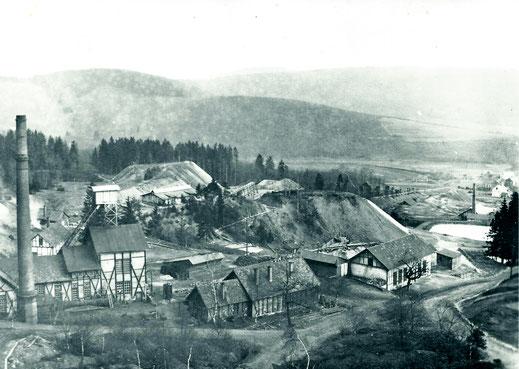 Stahlberg mit alter Turnhalle (Magazin)
