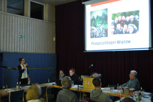 Jugendwartin Katharina Berg bei ihrem Jahresbericht