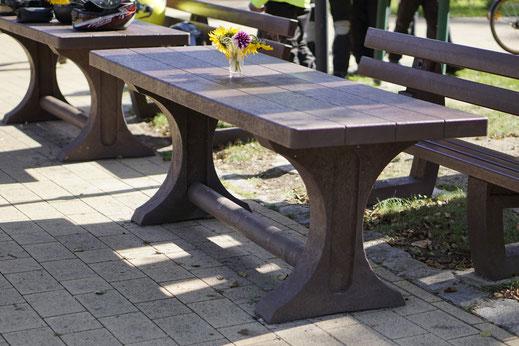 Tisch Trinity aus Recycling Kunststoff