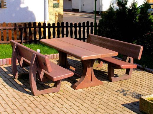 Tisch Mira aus Recycling Kunststoff