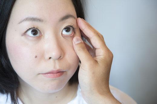 瞼の色で、体温や血の量、体力などの診断画像