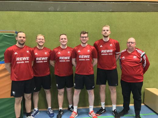 von links: Denny Fink, Marius Schuchart, Patrick Reingardt-Schaper, Marvin Sonnemann, Nils Wolter, Betreuer Heinrich Reingardt.