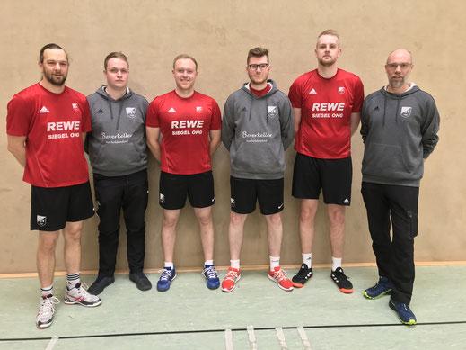 """von links: Denny Fink, Patrick Reingardt-Schaper, Marius Schuchart, Marvin Sonnemann, Nils Wolter und """"Neu-Trainer"""" Michael Joerns"""