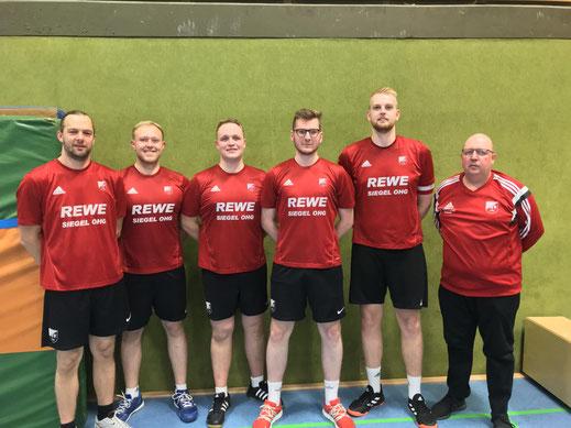 von links:  Denny Fink, Marius Schuchart, Patrick Reingardt-Schaper, Marvin Sonnemann, Nils Wolter und Trainer Heinrich Reingardt