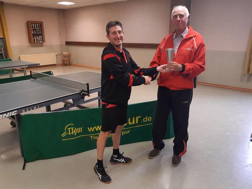 Florian übergibt EAD-Pokal an Karl-Ernst