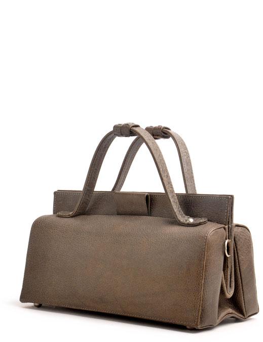 nostalgische Trachtentasche im Online-Shop versandkostenfrei kaufen.  Ledertasche grau Drindltasche Vintagetasche OWA Ledermanufaktur