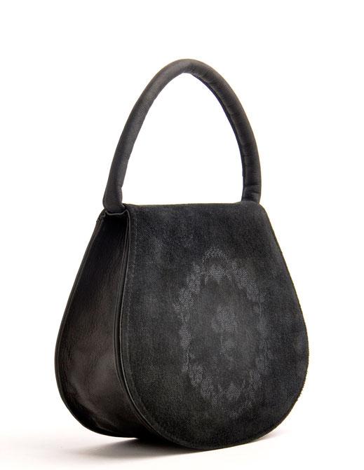 schwarze Henkeltasche im Online-Shop versandkostenfrei kaufen. Ledertasche Vintagetasche mit Stickerei OWA Ledermanufaktur