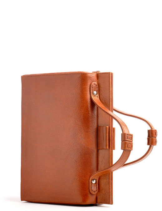 nostalgische Trachtentasche im Online-Shop versandkostenfrei kaufen. cognac Ledertasche Drindltasche Vintagetasche OWA Ledermanufaktur