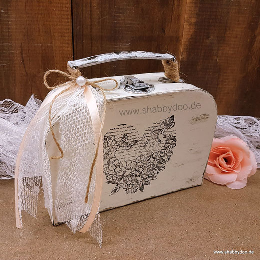 Kleiner Koffer shabby Geschenkverpackung  Deko in creme weiß
