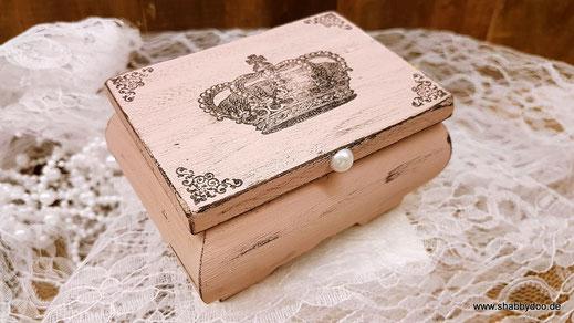 Kleines Holzkästchen rosa mit shabby Krone