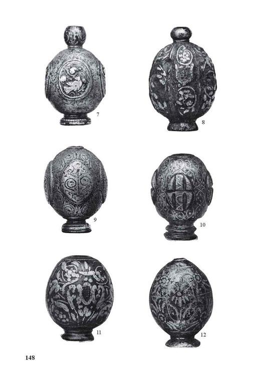 Renaissance-Knäufe mit eingelegten Silberornamenten. Mitte bis Ende des 16. Jahrhunderts.