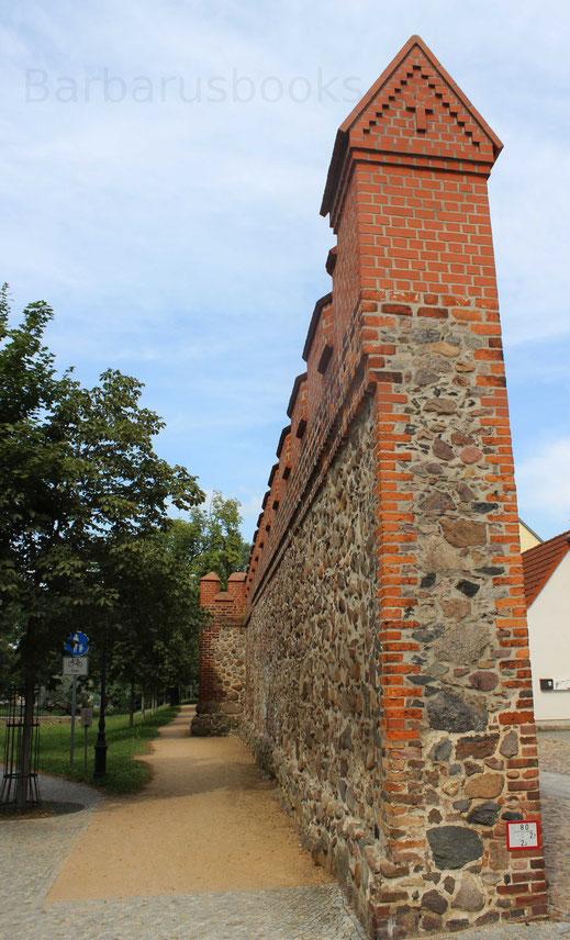 Unterbrechung der Beeskower Stadtmauer für eine Durchgangsstraße