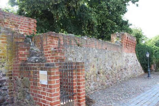 Teil der Stadtmauer mit Weichturm