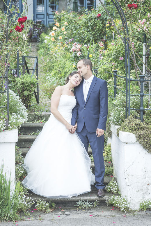 Hochzeitsfotograf Hamburg - das Brautkleid ist der Star, fast ...