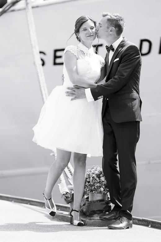 Hochzeitsfotograf Hamburg - Hochzeitsfotos vor der MS Seute Deern
