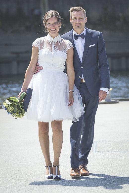 Hochzeitsfotograf Hamburg - Brautleute auf dem Weg Hochzeitsbilder zu machen