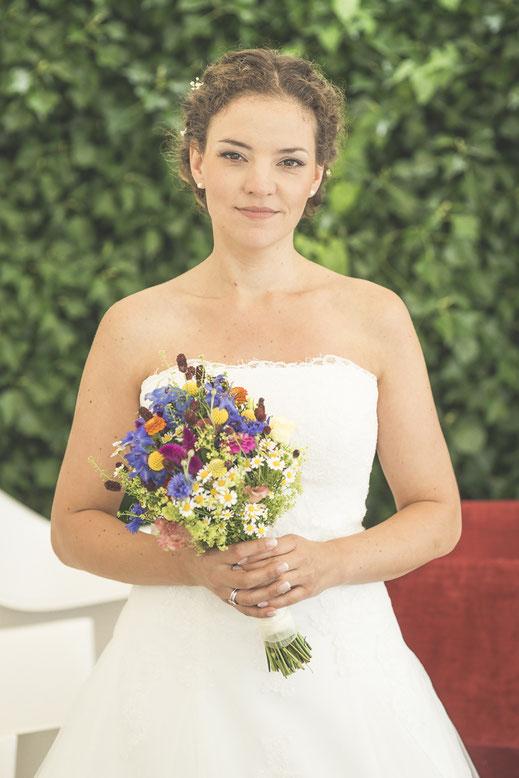 Hochzeitsfotograf Hamburg - Braut mit Brautstrauss