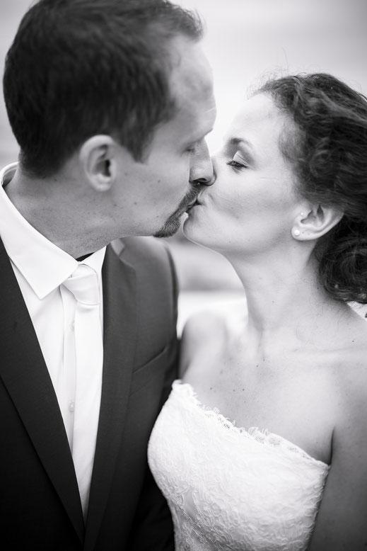 Hochzeitsfotograf Hamburg - Brautkleid, Smoking Hochzeitskuss