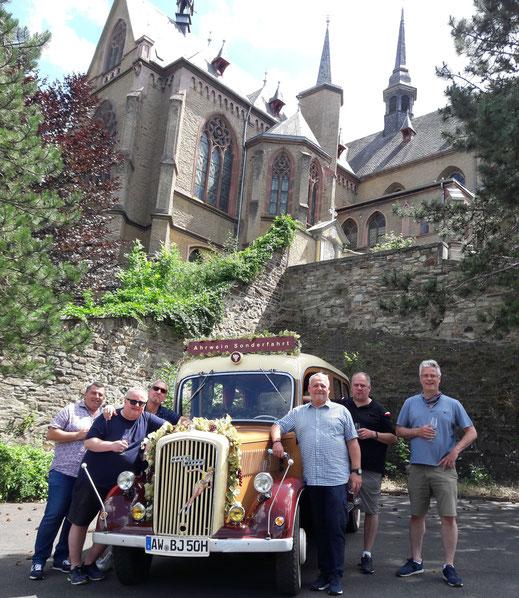 Männerrunde und die Oldtimerrundfahrt mit Weinprobe an der Ahr...