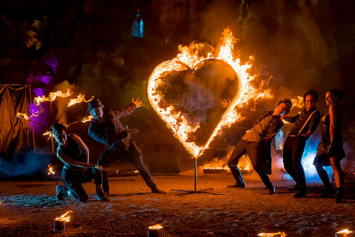 Feuerkünstler Team aus Stuttgart bei ihrer Feuershow
