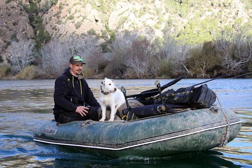 Patrick Haas und Anton auf Flusstour.