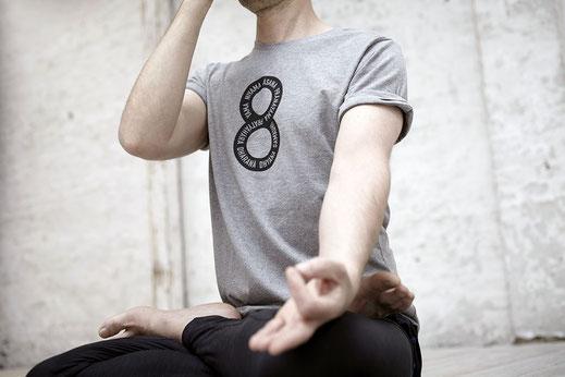 Das Yoga Sutra beschreibt Yoga als achtgliedrigen Pfad.