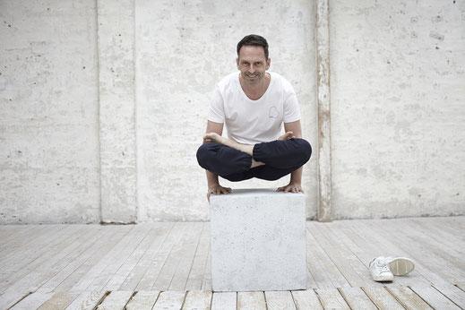 Die Beherrschung von Körper und Geist ist die Disziplin des Ashtanga Yoga