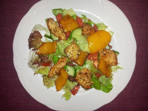 Gem. Salat mit Hühnerstücke