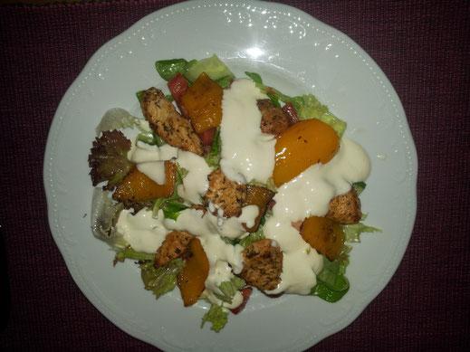 Gem. Salat mit Hühnerstücke und Senfdressing