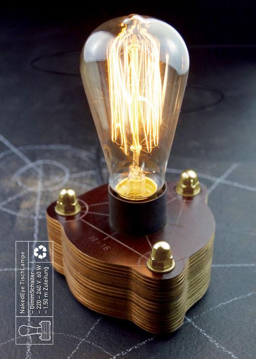Die NakedEye TischLeuchte ist eine Edison GlühLampe auf einem SchichtHolz-Sockel. Die einzelnen Schichten werden durch Schrauben zusammen gehalten. Den oberen Abschluss bilden drei HutMuttern aus Messing. Eine davon ist der DrehSchalter, mit dem auch die