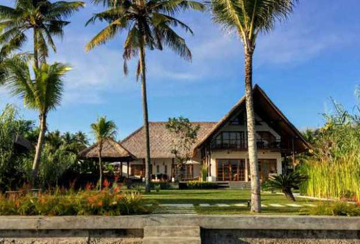 Beachfront villa for sale in North Bali. Offered for sale by owner.