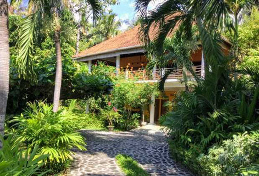 North Bali beachfront house for sale. Direct contact with the owners.