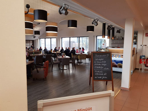 direkt im Ort und an der Harle - Willi´s Restaurant in der Cliner Quelle in Carolinensiel