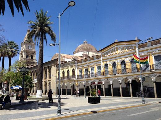 Natürlich existieren auch hier viele historische Bauten... Cochabamba, Bolivien (Foto Jörg Schwarz)