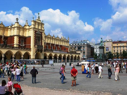 Einer der schönsten Plätze Europas: Der Marktplatz Krakóws (Krakaus) (Foto Jörg Schwarz)