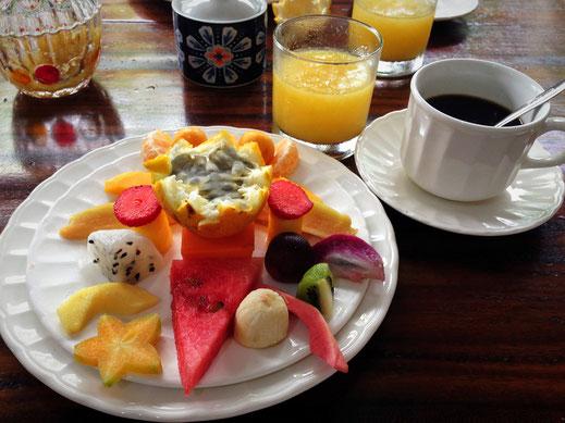 Frühstück Phase I: Kreativ angerichtete Früchtevielfalt Kolumbiens, Cartagena, Kolumbien (Foto Jörg Schwarz)